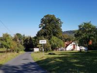 Příjezd do obce od Svojšic - Prodej chaty / chalupy 140 m², Petrovice u Sušice