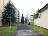 pohled na dům (Prodej bytu 3+1 v osobním vlastnictví 79 m², Praha 10 - Uhříněves)