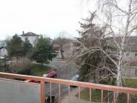 pohled z lodžie (Prodej bytu 3+1 v osobním vlastnictví 79 m², Praha 10 - Uhříněves)