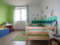 dětský pokoj (Prodej bytu 3+1 v osobním vlastnictví 79 m², Praha 10 - Uhříněves)