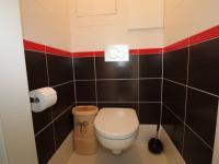 WC (Prodej bytu 3+1 v osobním vlastnictví 79 m², Praha 10 - Uhříněves)
