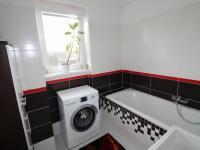 koupelna (Prodej bytu 3+1 v osobním vlastnictví 79 m², Praha 10 - Uhříněves)