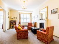 obývací pokoj s krbem (Prodej bytu 3+1 v osobním vlastnictví 105 m², Praha 3 - Vinohrady)