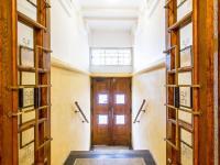interiér domu (Prodej bytu 3+1 v osobním vlastnictví 105 m², Praha 3 - Vinohrady)