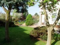 zahrada (Prodej domu v osobním vlastnictví 294 m², Vyžlovka)