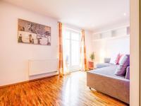 hostinský pokoj s východem na terasu (Prodej bytu 6+kk v osobním vlastnictví 153 m², Praha 3 - Vinohrady)
