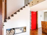 schodiště s krbem (Prodej bytu 6+kk v osobním vlastnictví 153 m², Praha 3 - Vinohrady)