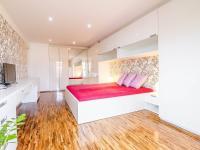 ložnice (Prodej bytu 6+kk v osobním vlastnictví 153 m², Praha 3 - Vinohrady)