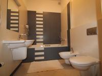 horní koupelna - Prodej bytu 4+kk v osobním vlastnictví 114 m², Dýšina
