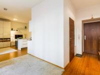 zádveří (Prodej bytu 2+kk v osobním vlastnictví 48 m², Praha 3 - Žižkov)