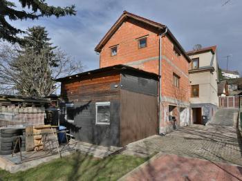 pohled ze zahrady - Prodej domu v osobním vlastnictví 300 m², Říčany