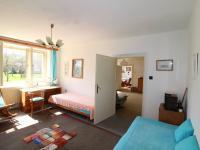 pohled z  ložnice přes obývací pokoj do kuchyně - Prodej chaty / chalupy 493 m², Čimelice
