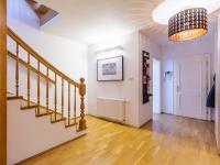 Pronájem domu v osobním vlastnictví 577 m², Praha 10 - Uhříněves