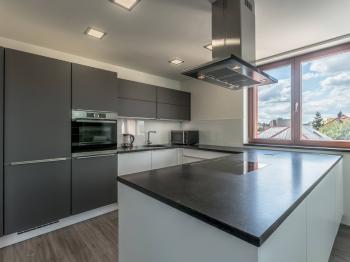 kuchyně - Prodej bytu 3+kk v osobním vlastnictví 97 m², Praha 9 - Kyje