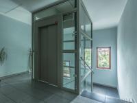 vstup do domu - Prodej bytu 3+kk v osobním vlastnictví 97 m², Praha 9 - Kyje