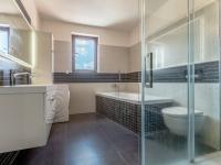 koupelna - Prodej bytu 3+kk v osobním vlastnictví 97 m², Praha 9 - Kyje