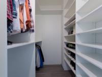 šatna - Prodej bytu 3+kk v osobním vlastnictví 97 m², Praha 9 - Kyje