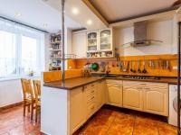 Kuchyň b (Prodej bytu 2+kk v osobním vlastnictví 63 m², Praha 6 - Břevnov)