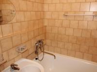 Koupelna (Prodej bytu 2+1 v osobním vlastnictví 54 m², Praha 3 - Žižkov)