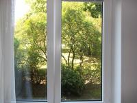 Ložnice výhled  (Prodej bytu 2+1 v osobním vlastnictví 54 m², Praha 3 - Žižkov)