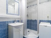 Koupelna (Prodej bytu 2+kk v družstevním vlastnictví 43 m², Praha 6 - Řepy)