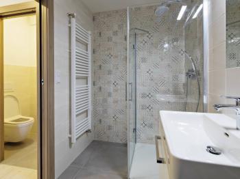 Koupelna a - Prodej bytu 3+kk v osobním vlastnictví 74 m², Praha 7 - Holešovice