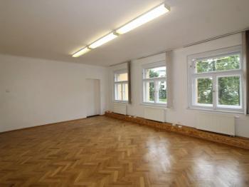 Pronájem komerčního prostoru (kanceláře) v osobním vlastnictví, 240 m2, Praha 5 - Smíchov