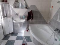 koupelna (Prodej domu v osobním vlastnictví 280 m², Staré Město)