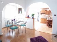 jídelní kout v 1NP (Prodej domu v osobním vlastnictví 280 m², Staré Město)