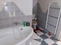 koupelna v 1NP (Prodej penzionu 280 m², Staré Město)