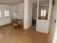 pohled z kuchyně do obývacího pokoje (Prodej bytu 3+kk v osobním vlastnictví 70 m², Vítkovice)