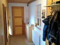 vstupní chodba s vnitřním oknem do koupelny (Prodej chaty / chalupy 155 m², Horní Čermná)