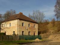 Pohled ze sousedního pozemku (Prodej domu v osobním vlastnictví 428 m², Opatov)