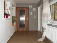 Vstupní chodba (Prodej domu v osobním vlastnictví 349 m², Horní Čermná)