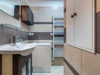 koupelna se sprch.koutem (Prodej bytu 3+1 v osobním vlastnictví 68 m², Olomouc)