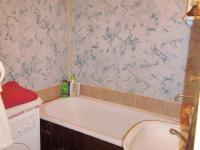 Koupelna (Prodej bytu 4+1 v osobním vlastnictví 93 m², Záchlumí)