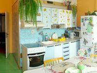 Prostorná kuchyň (Prodej bytu 4+1 v osobním vlastnictví 93 m², Záchlumí)