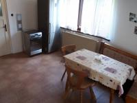 jídelní kout v kuchyni (Prodej domu v osobním vlastnictví 160 m², Záchlumí)
