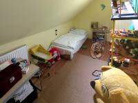 podkrovní pokoj 2 (Prodej domu v osobním vlastnictví 160 m², Záchlumí)