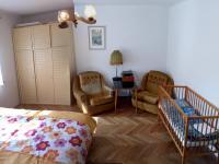 ložnice (Prodej domu v osobním vlastnictví 160 m², Záchlumí)