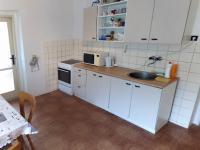 kuchyně (Prodej domu v osobním vlastnictví 160 m², Záchlumí)