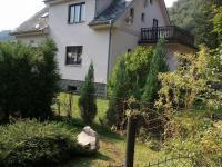 pohled přes sousední pozemek (Prodej domu v osobním vlastnictví 160 m², Záchlumí)