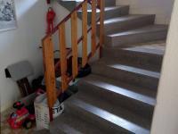 schodiště do 2. NP (Prodej domu v osobním vlastnictví 160 m², Záchlumí)