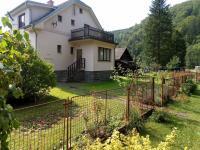 pohled od vstupní branky (Prodej domu v osobním vlastnictví 160 m², Záchlumí)