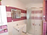 koupelna (Prodej bytu 2+kk v osobním vlastnictví 65 m², Olomouc)