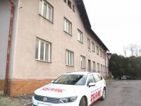 Vstupní část (Prodej nájemního domu 1100 m², Horní Čermná)