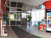 vchod do prodejny (Prodej komerčního objektu 4300 m², Ústí nad Orlicí)