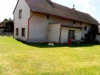 Pohled na dům ze zahrady - východní strana (Prodej domu v osobním vlastnictví 137 m², Čermná nad Orlicí)
