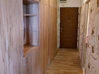 vstupní chodba s vestavěnou skříní (Prodej bytu 2+1 v osobním vlastnictví 53 m², Meziměstí)