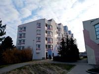 budova, kde se garáže nachází (Prodej garáže 23 m², Pardubice)